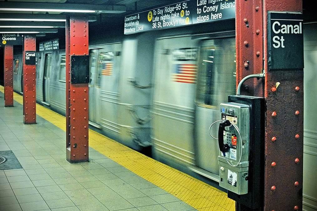 Metro raast voorbij